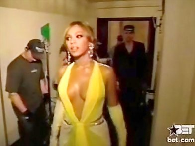 amazing beyonce in tight shorts and mini