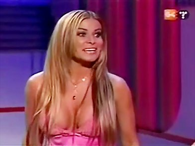 Dressed-up Carmen Electra without a bra - Upskirt Collection - Celebrities Upskirt free photo and video gallery::Dressed-up Carmen Electra without a bra::